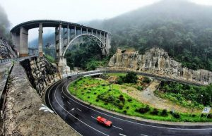 Keunikan Jembatan Kelok 9 Sumatera Barat
